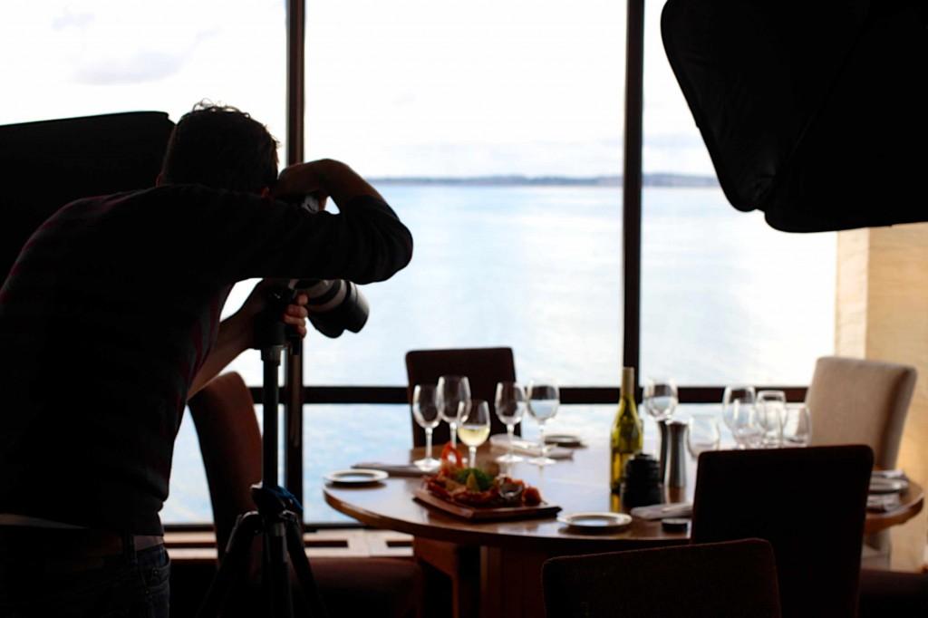 photographe dans un restaurant - visiperfinsights